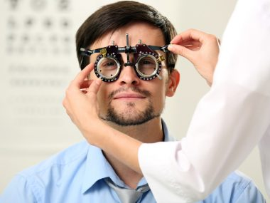 Signs which Indicate you Need Eyeglasses