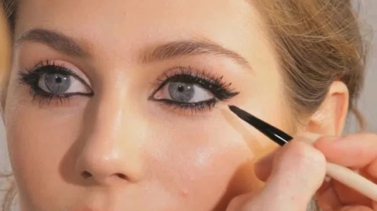 Eyeliner strictly recommended