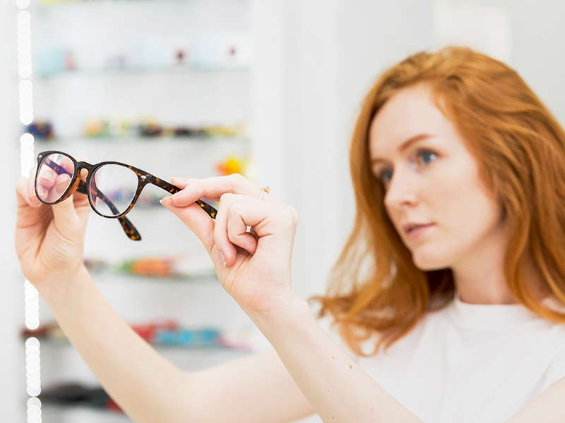 Difference Between Anti-glare and Anti-reflective Glasses